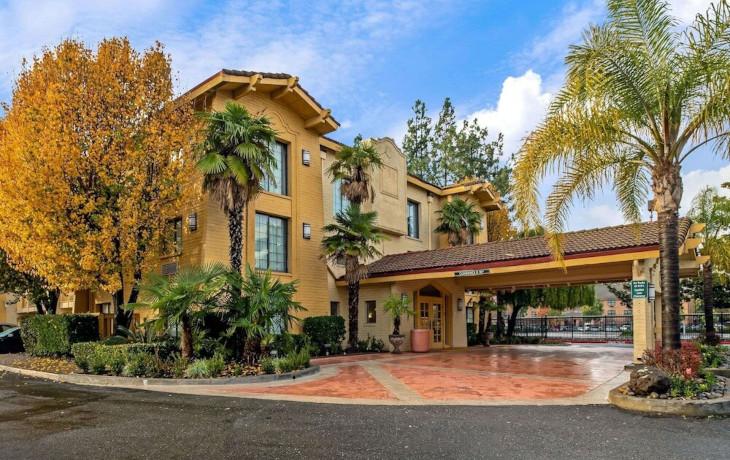 Отель La Quinta Inn by Wyndham Stockton